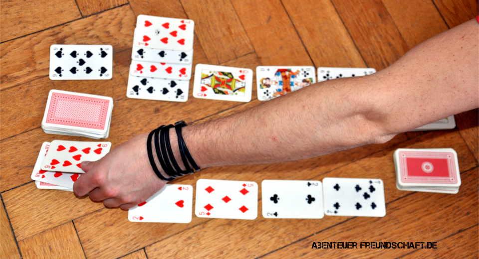 Bei Zank-Patience ist es wichtig dem Gegner möglichst viele Kartenaufzudrücken um zu gewinnen