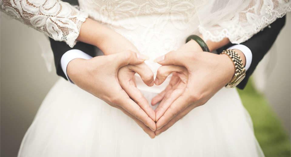 Das originelle Hochzeitsspiel herzblatt ist der ultimative Liebestest für das Brautpaar