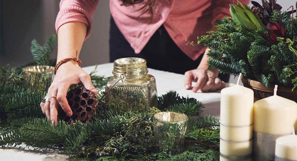Naturmaterialien eignen sich für weihnachtliche Tischdeko besonders gut
