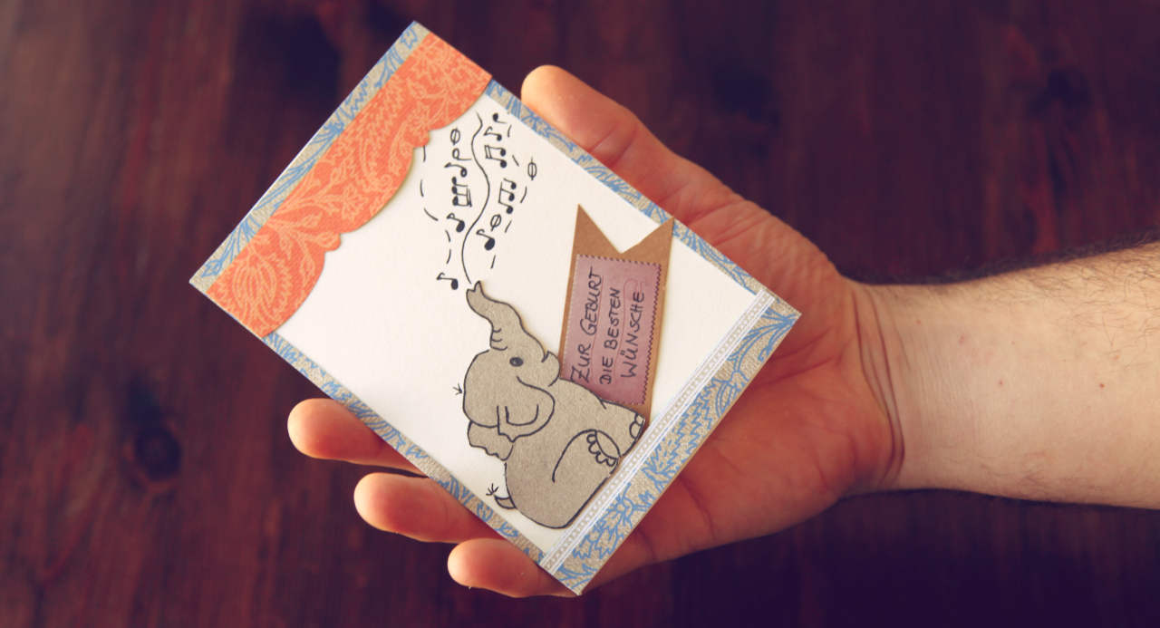 Anleitung zum Geburtskarte basteln mit dem Motiv eines süßen Elefantenbabys