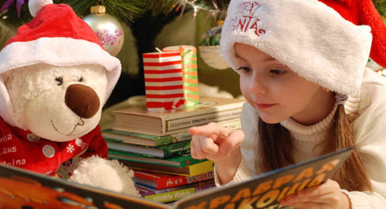 Weihnachtsbücher für Kinder wecken die Phantasie von Kindern und evozieren den Geist der Weihnacht