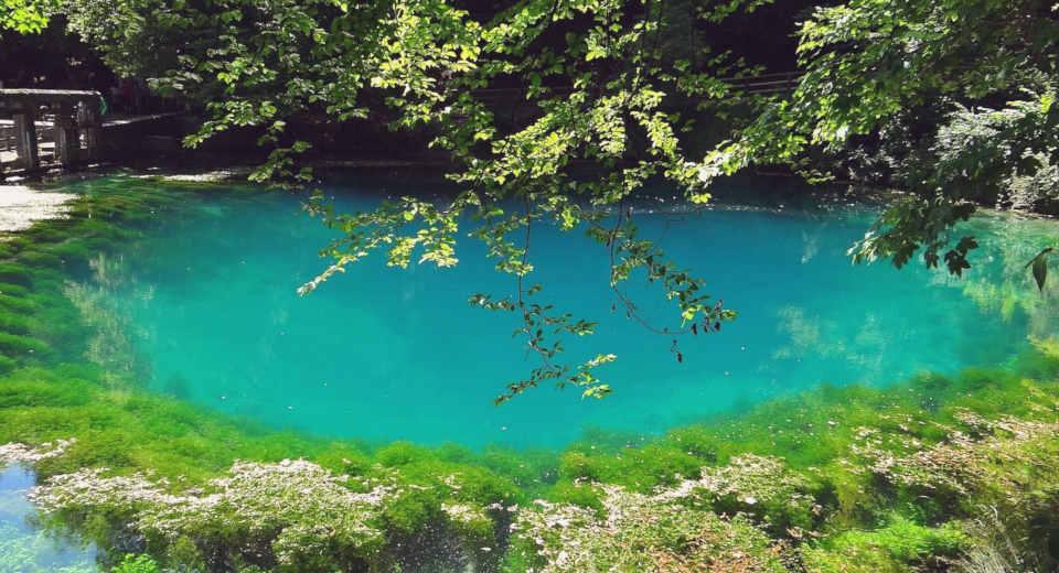 Einer der beliebtesten Ausflugsziele auf der Schwäbischen Alb ist der Blautopf bei Blaubeuren